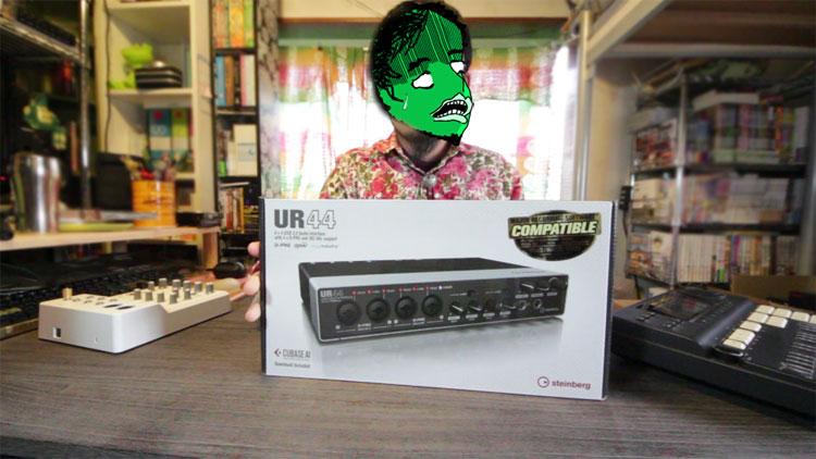 UR44-unboxing1