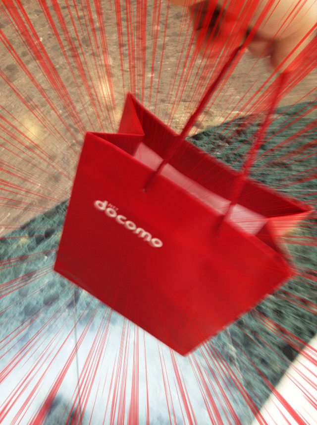 picking-up-an-iphone-7-at-docomo-shop-9